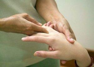 При выполнении упражнений для кистей рук не должно быть болевых ощущений