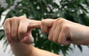 Массаж и растирание пальцев