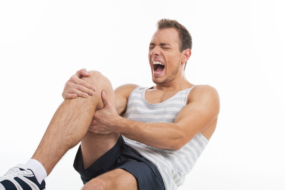 Человек может страдать от внезапно возникающих переломов