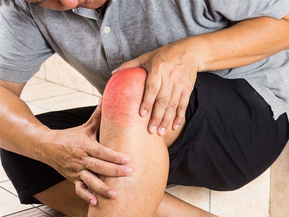 В области коленного сустава герпесных высыпаний
