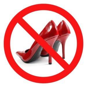 Туфли на высокой шпильке остаются под запретом