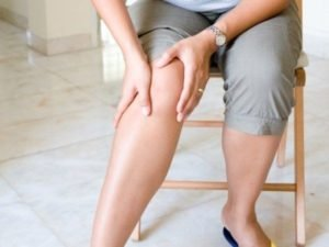 Боль и дискомфорта в коленном суставе