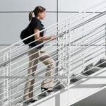 Боли при подъеме либо спуске по лестнице