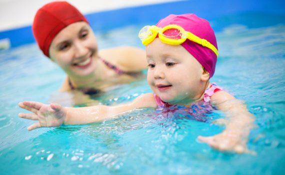 Плавание способствует укреплению мышц всего тела