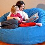 Использование для сидения слишком мягких диванов, кресел
