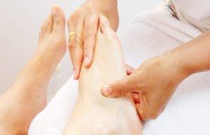 Массаж полиартрит ног