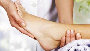 Ношение специализированной ортопедической обуви
