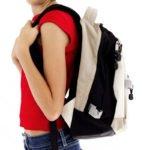 Носить ранец или портфель, попеременно меняя руки и плечи