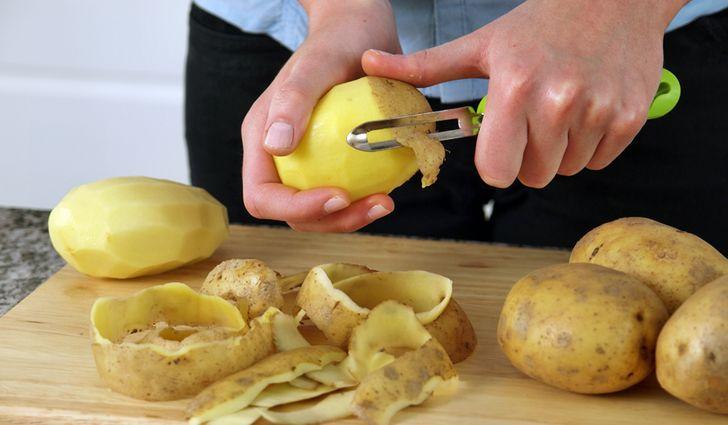 Из кожуры картофеля приготовить бульон