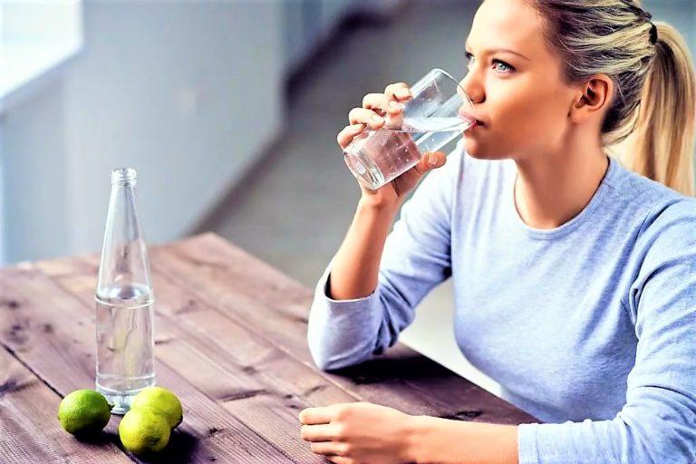 Ежедневно выпивать много воды