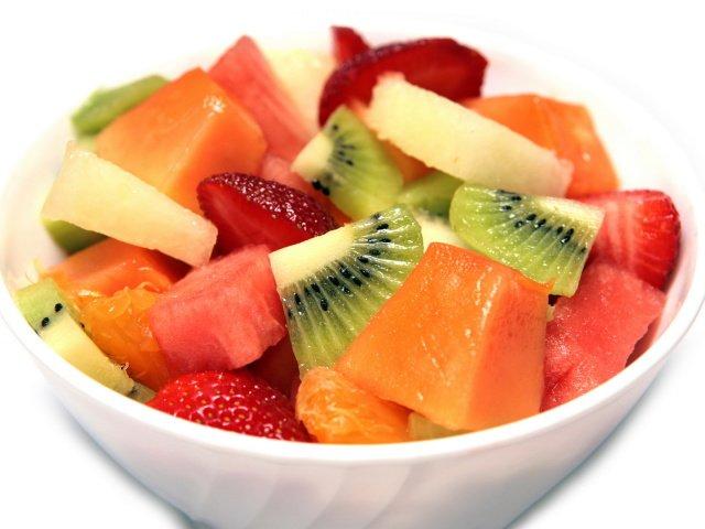 Салат из фруктов с йогуртом