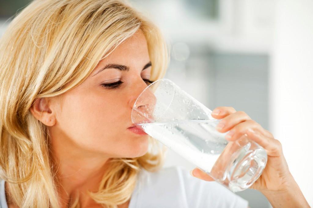 Выпивать необходимое количество воды