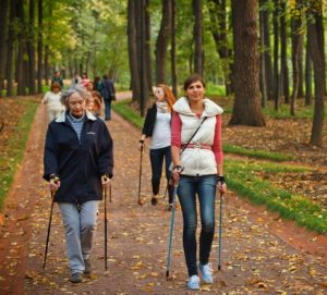 Скандинавская ходьба, как вспомогательный способ лечения артроза коленного сустава