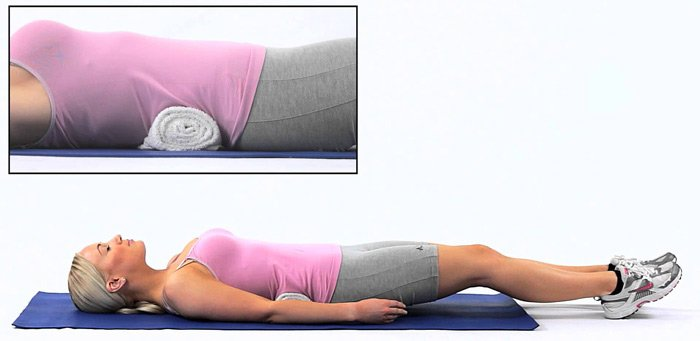 Подкладывать под спину и шею небольшие валики
